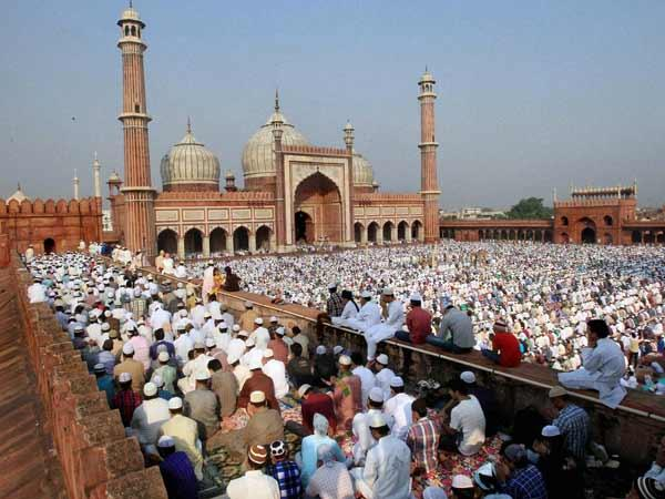 Muslims praying at Jama Masjid