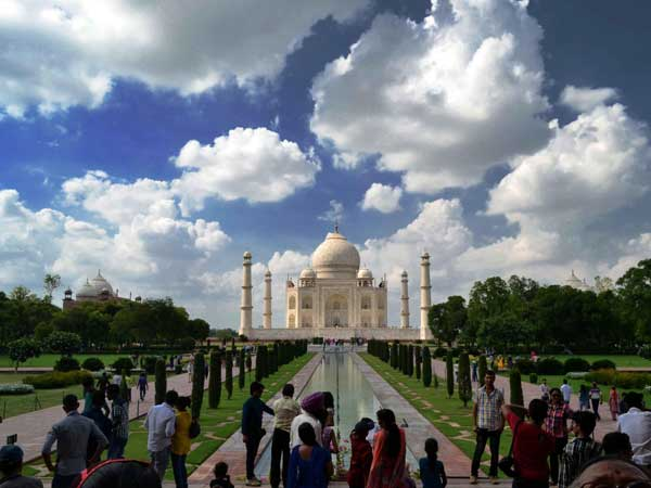 A spectacular view of Taj Mahal in Agra
