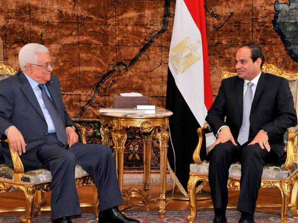 Palestinian President Mahmoud Abbas, left, meeting with Egyptian President