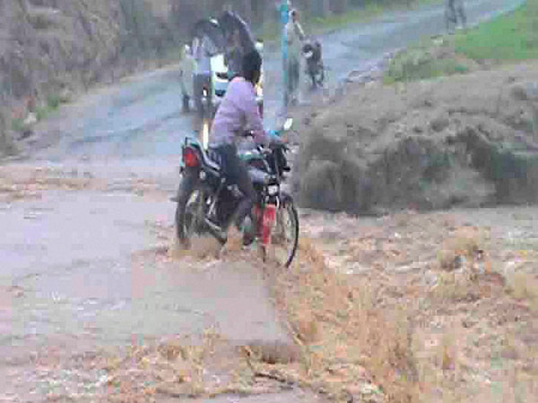 A motorcyclist flowed while he trying to cross flooded Machna river