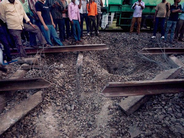 Bihar: Maoists explode rail track
