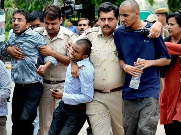 civil service aspirants protest