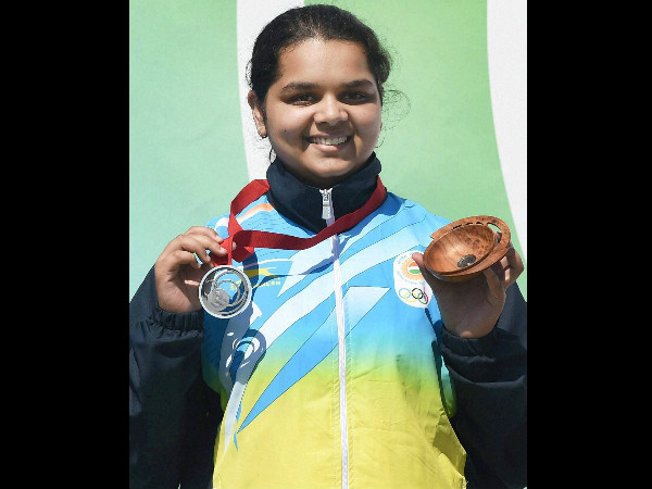 India's 16-year-old shooter Malaika Goel with her silver medal on Friday (July 25)