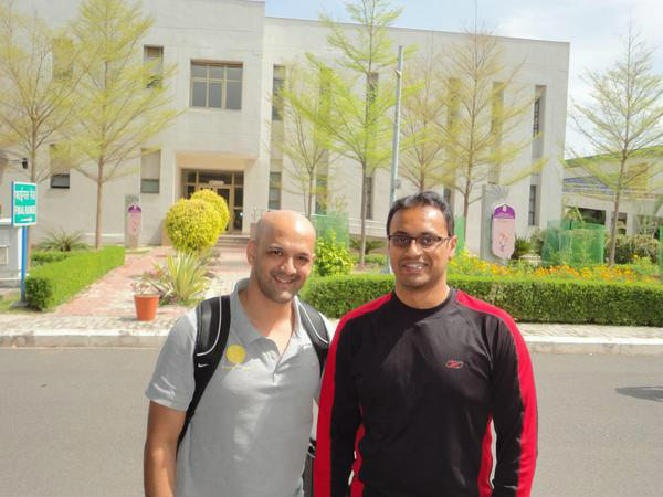 Prakash Nanjappa with former Indian hockey team captain Viren Rasquinha (left). Photo: Rasquinha's Twitter account