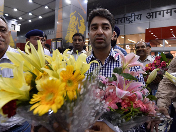 Gold Medallist India's Abhinav Bindra, being welcomed by his fans