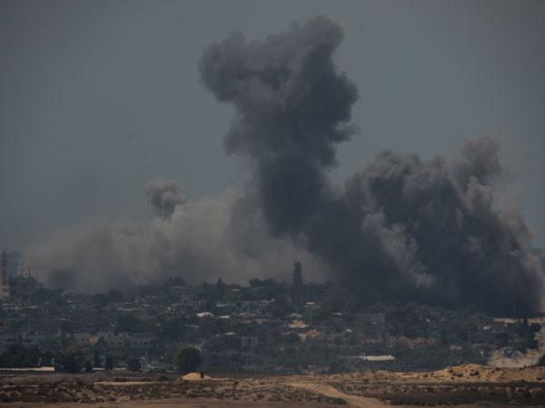 Israeli jet destroy Hamas leader's house