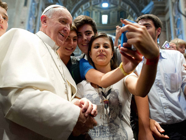 When Pope posed for a selfie !