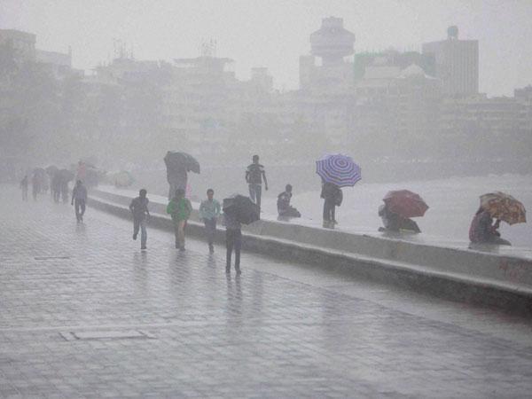 Mumbai: 1 killed in landslide