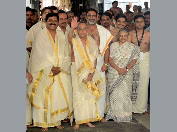 Prez offers prayers at temple in Kerala
