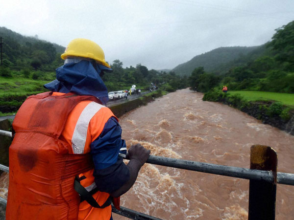 NDRF jawan engazed in recovering a body from a stream