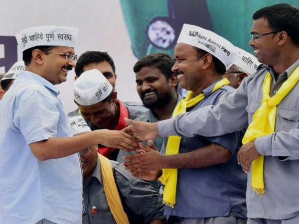 Kejriwal with auto drivers at mega rally.