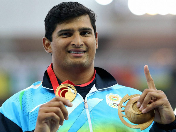 Vikas Gowda with his gold medal