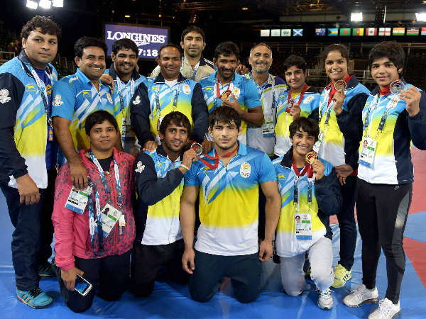 India's wrestlers with their medals. Coaches are also seen. Indian wrestlers won 13 medals at Glasgow (5 Gold, 6 Silver, 2 Bronze)