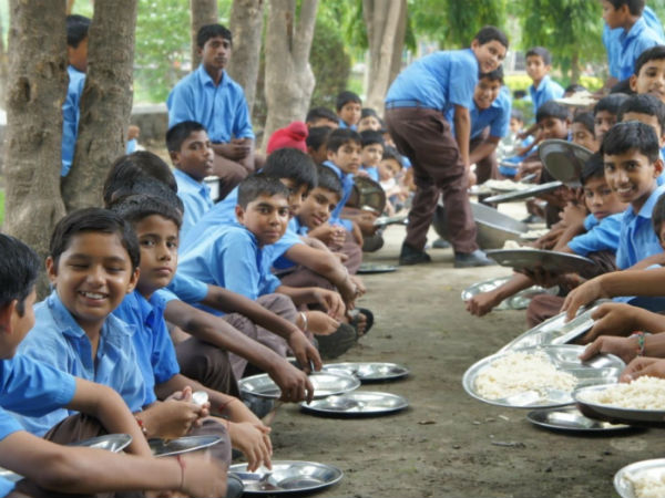 School students eating mid-day meal