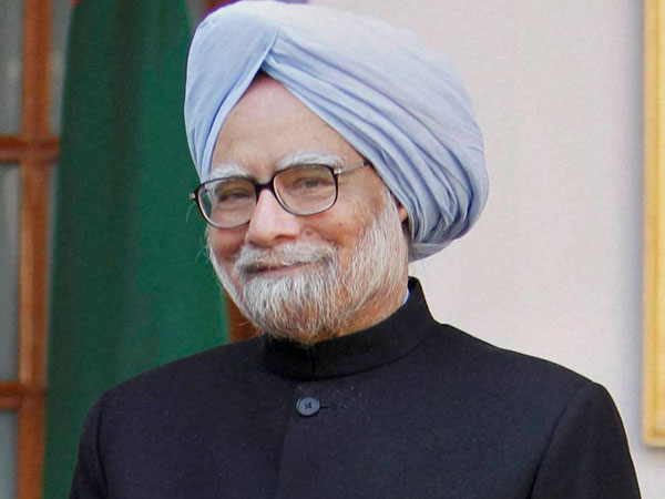 Manmohan's daughter defends him in book