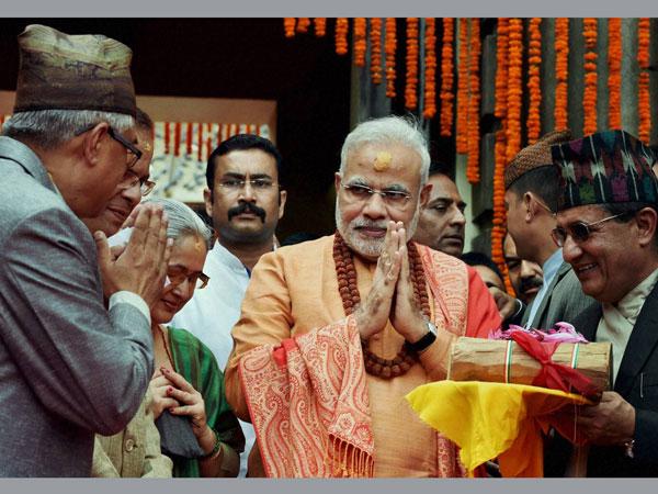 Nepal: Modi prays at Pashupatinath