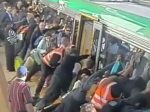 Video: People tilt train to rescue a man