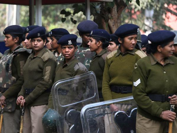 Provide 33% reservation to women in police.