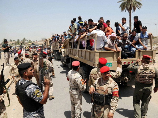 Islamic State seizes more towns in Iraq