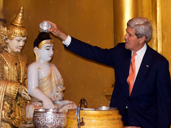 John Kerry meets Suu Kyi