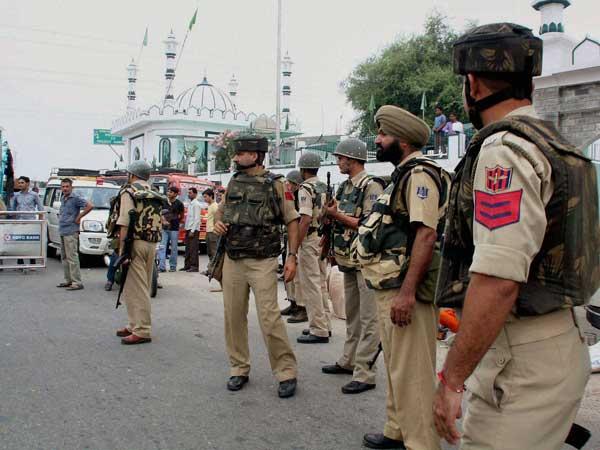 J&K: Terrorists attack police convoy