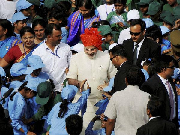 Modi meets children on I-Day