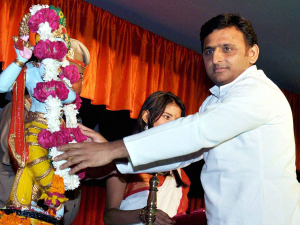 Akhilesh Yadav offering flowers on statue of Lord Krishna