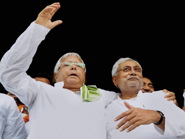 JD chief Lalu Prasad and JD(U) senior leader Nitish Kumar