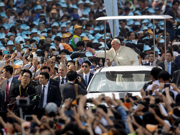 Pope Francis leaves South Korea