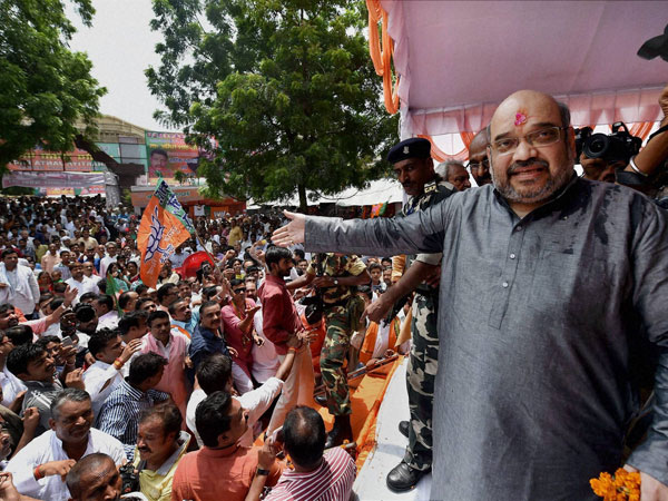 Amit Shah being welcomed by party workers