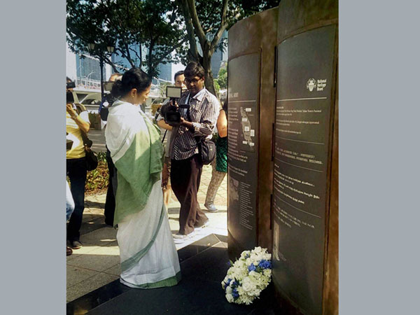 Mamata Banerjee pays homeage in Singapore