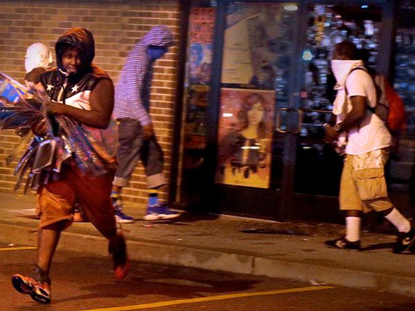 US: Police use tear gas on protestors