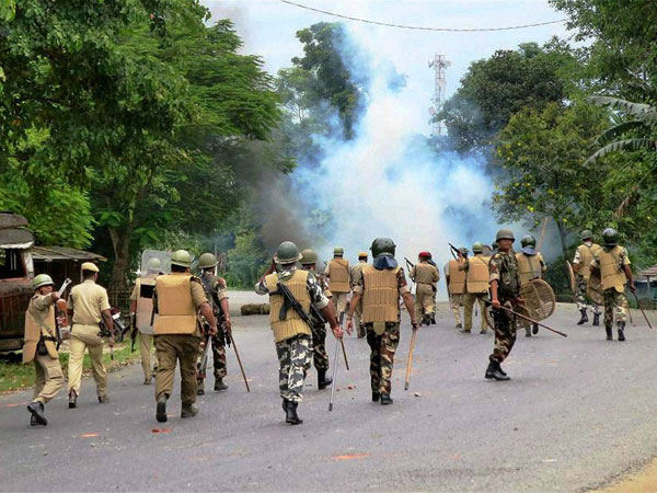 Assam:Cops fire at civilians; 18 injured