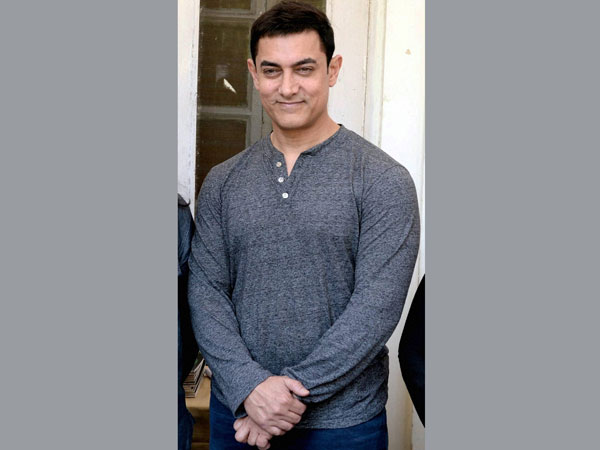 Court asks Aamir Khan to reply to suit
