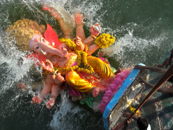 Devotees asked not to pollute Yamuna