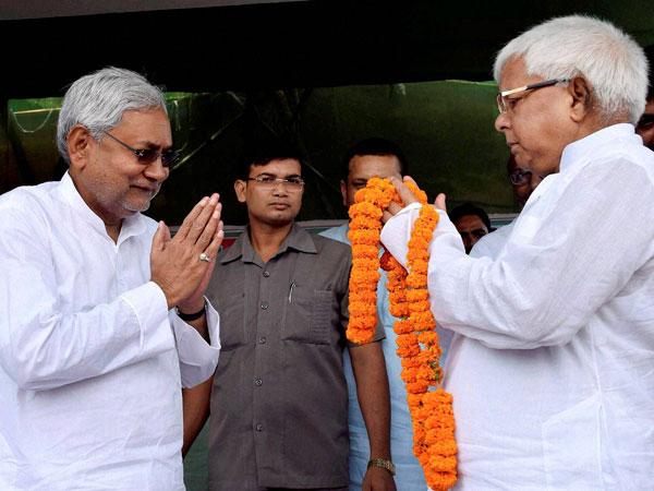 Lalu-Nitish alliance leads in Bihar poll