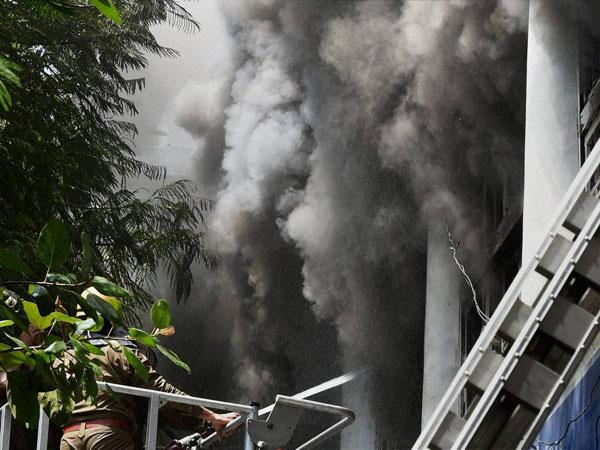 Delhi: Fire breaks out in Chandni Chowk