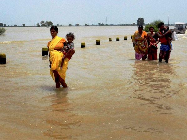 Women fight shame in flood-hit Bihar