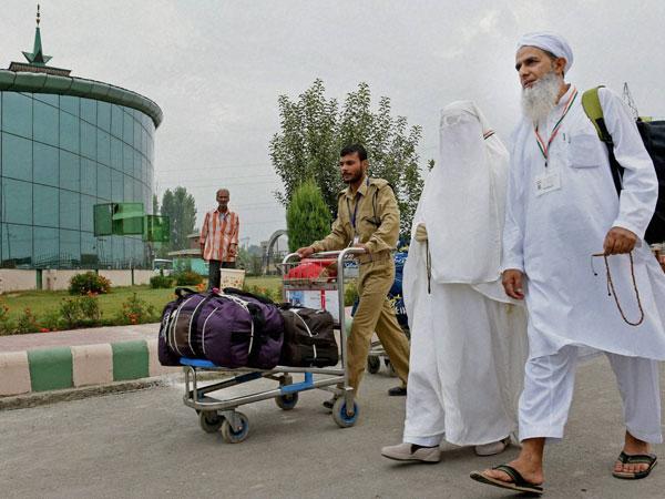 Kashmir: 1st batch of pilgrims departs