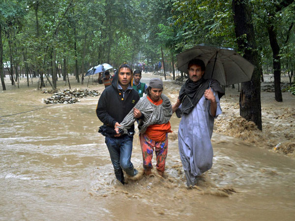 Locals rescuing flood-affected villagers of Mirbaazar