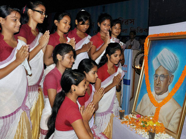 Students pay tributes to a portrait of former President Dr Sarvepalli Radhakrishnan