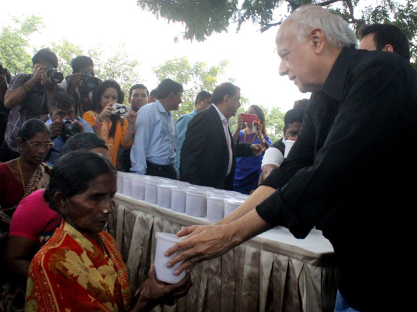 Filmmaker Mahesh Bhatt on Friday took up the 'rice bucket challenge'