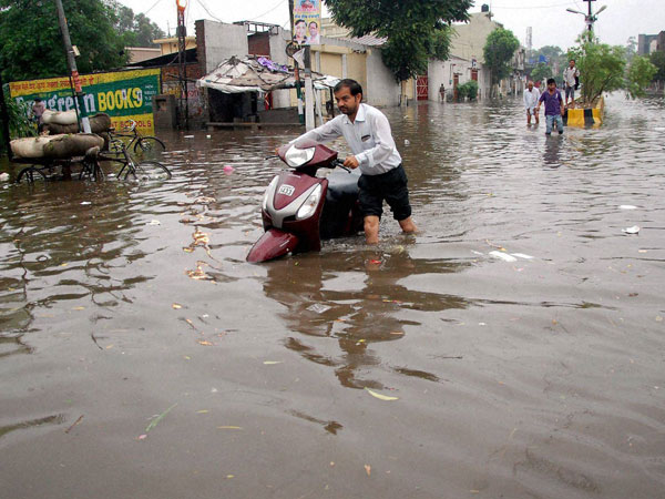 63 die as heavy rains wreak havoc in Pakistan