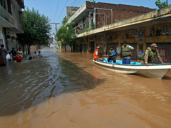 Pakistan flood toll rises to 200