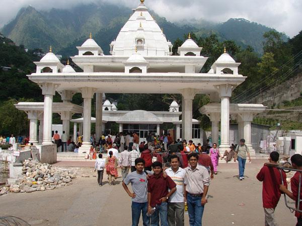 Vaishnodevi Yatra resumes