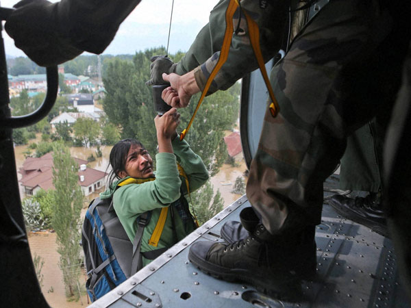 Kashmir floods: Russian women show the way, ask Army men to first rescue needy