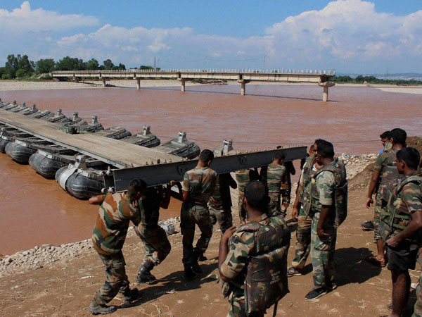 Over 400,000 marooned in Srinagar