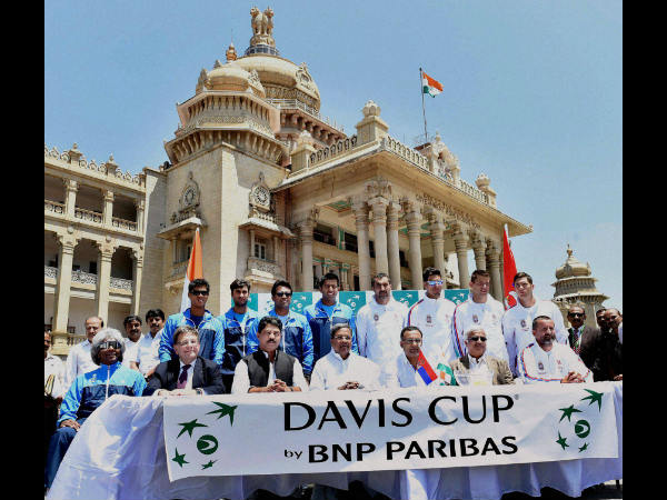 Karnataka Chief Minister Siddaramaiah with Indian and Serbian Davis Cup players during the draw ceremony of World Group Play off tie at the Vidhan Soudha in Bangalore on Thursday.