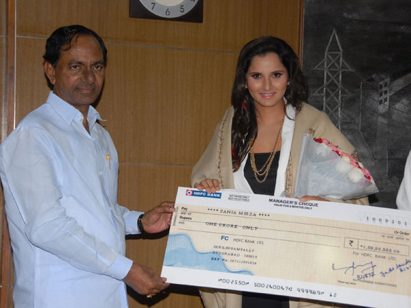 T'gana gives Rs 1 cr to Sania Mirza