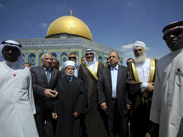 Photo op in front of Dome of the Rock mosque
